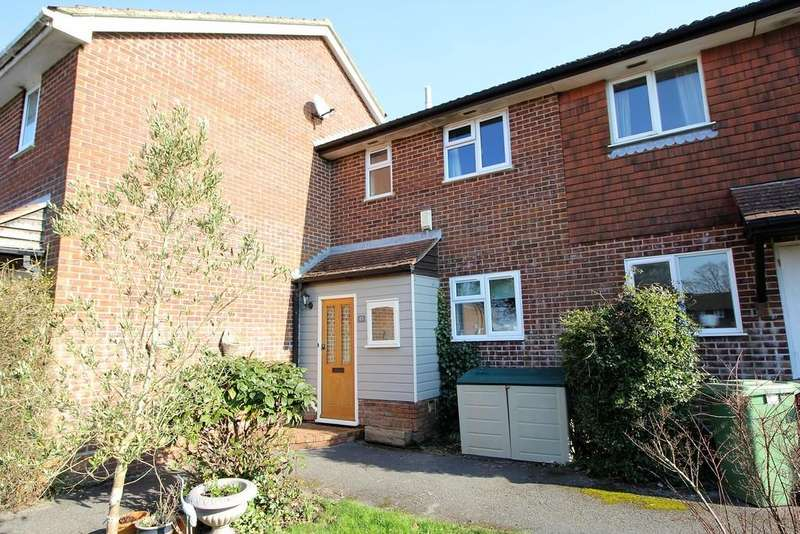 3 Bedrooms Terraced House for sale in Hazel Road, FOUR MARKS, Hampshire