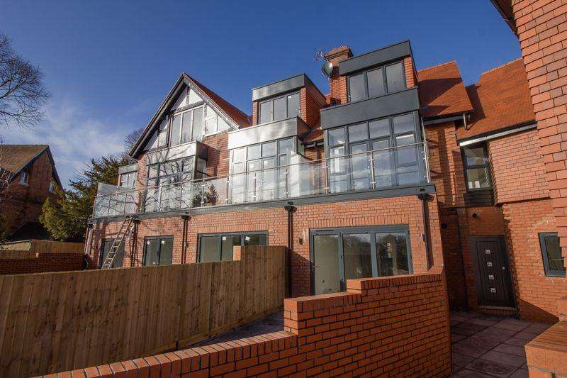 2 Bedrooms Apartment Flat for sale in Pen-y-Garth, Stanwell Road, Penarth
