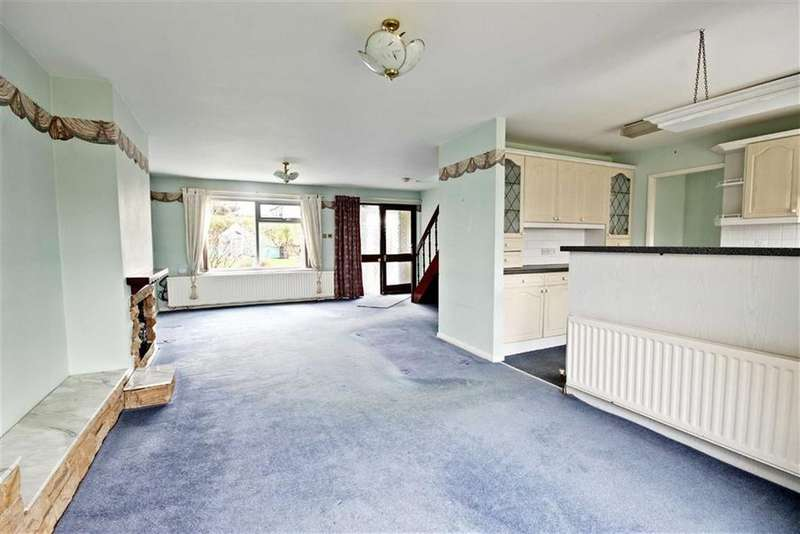 3 Bedrooms Semi Detached House for sale in St Nicholas Road, West Boldon, Tyne And Wear