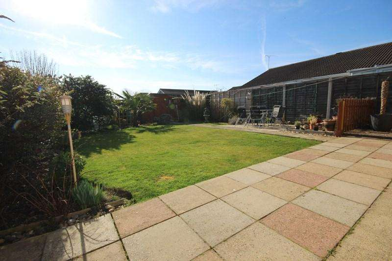 3 Bedrooms Detached Bungalow for sale in Epping Close, Great Clacton