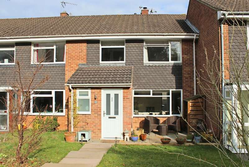 3 Bedrooms House for sale in Lees Walk - off Barnards Hill. (Spinfield catchment)