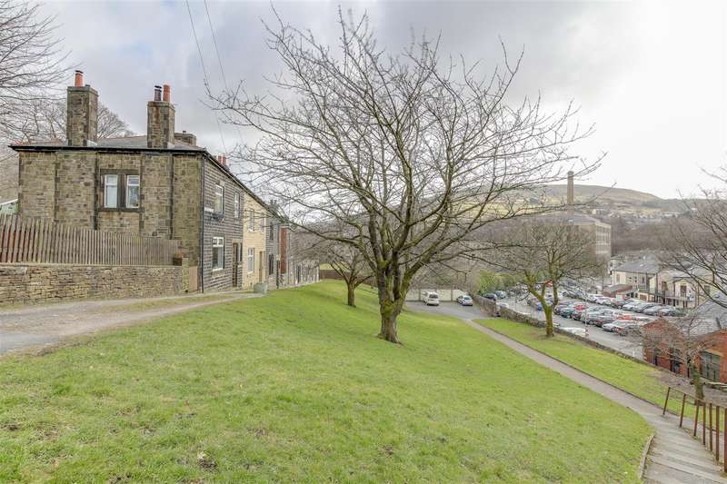 3 Bedrooms Terraced House for rent in Worswick Crescent, Rawtenstall, Rossendale