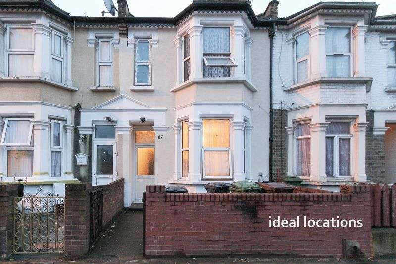 3 Bedrooms Property for sale in 3 Bedroom First Floor Flat with 999 year lease