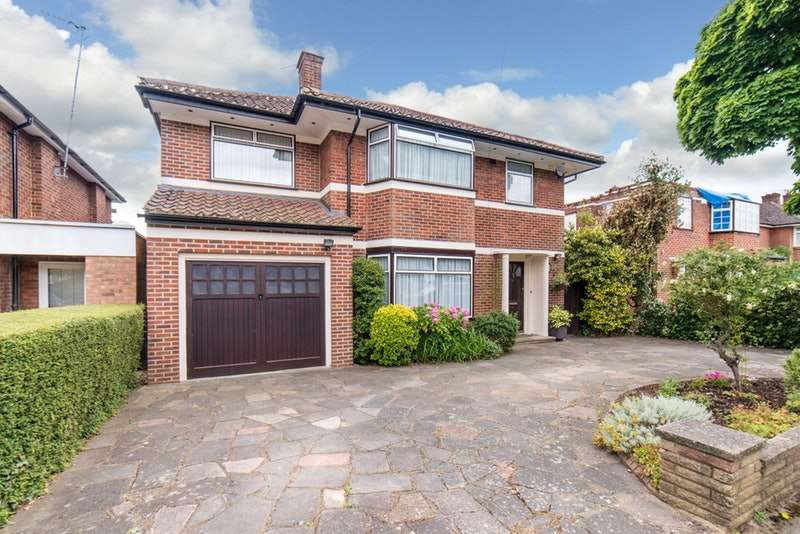 4 Bedrooms Detached House for sale in Cedar Drive, Pinner, Middlesex, HA5