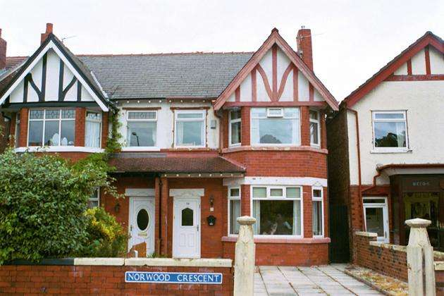 3 Bedrooms Semi Detached House for sale in Norwood Crescent, Southport, PR9 7DU