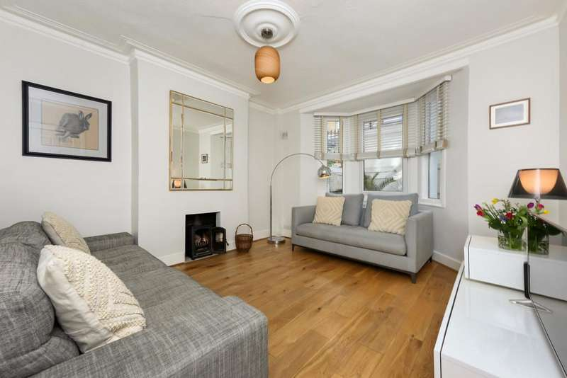 3 Bedrooms Flat for sale in Railton Road, London
