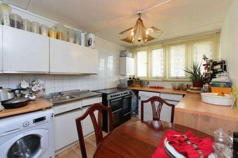 3 Bedrooms Apartment Flat for sale in Charlotte Despard Avenue, SW11