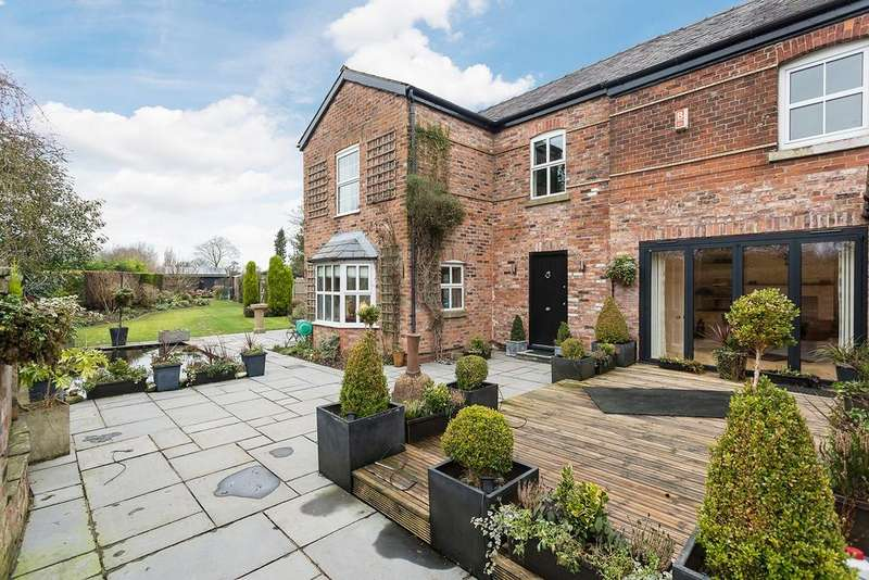 3 Bedrooms Detached House for sale in Woodend, Styal