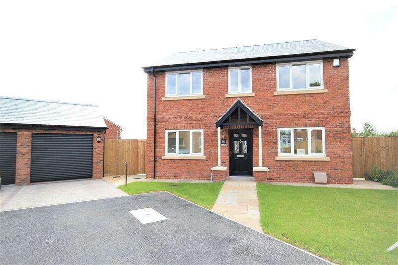 4 Bedrooms Detached House for sale in Fiennes Court, No Man's Heath