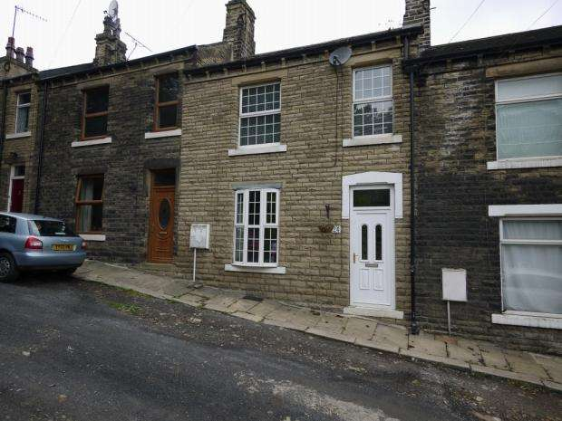 2 Bedrooms Terraced House for rent in Lower Newlands Brighouse