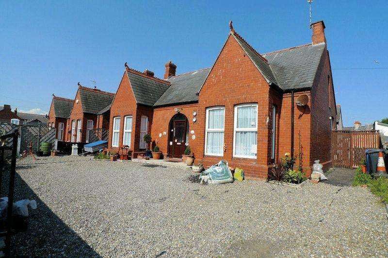 5 Bedrooms Detached Bungalow for sale in Crescent Road, Rhyl