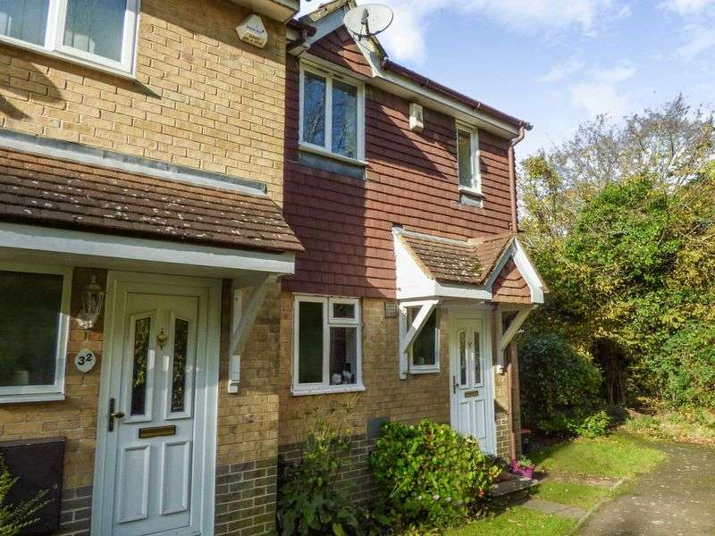 2 Bedrooms Property for sale in Wildfell Close, Chatham