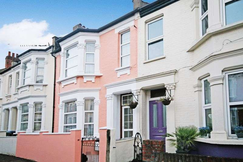 3 Bedrooms Property for sale in Burns Road, London
