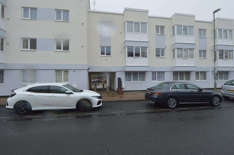 2 Bedrooms Property for rent in High Street, Lee-On-The-Solent
