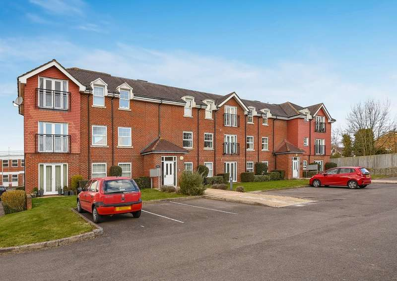 2 Bedrooms Flat for sale in Amberley Court, Brooker's Road, Billingshurst, RH14