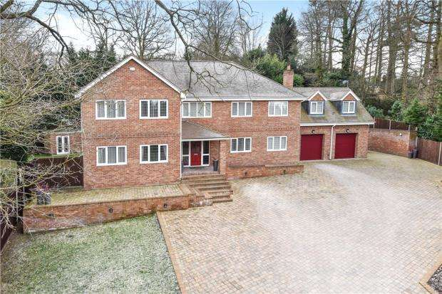 5 Bedrooms Detached House for sale in Brackendale Close, Camberley, Surrey