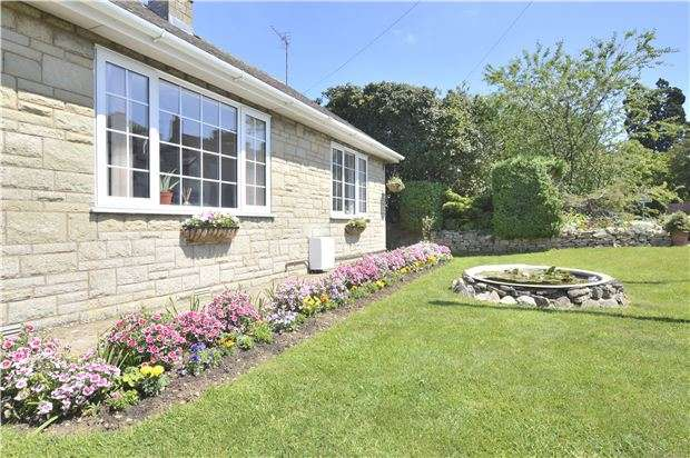 2 Bedrooms Detached Bungalow for sale in Bredon, TEWKESBURY, Gloucestershire, GL20 7LW