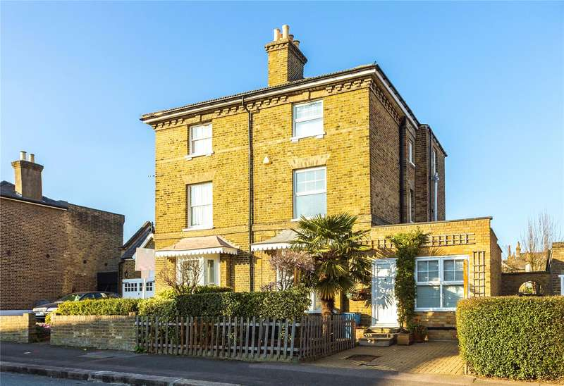 4 Bedrooms Semi Detached House for sale in Chelmsford Road, South Woodford, London