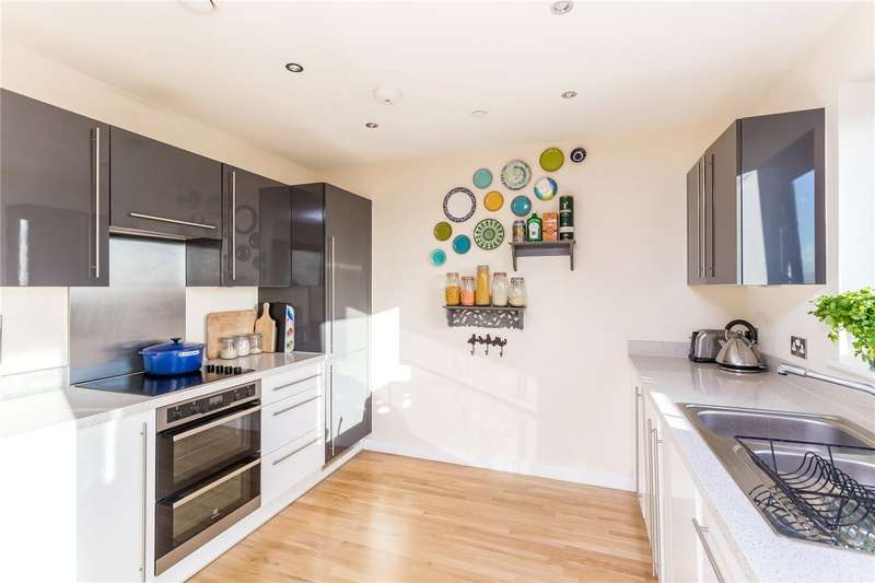 2 Bedrooms Flat for sale in Pinnacle House, 6A Colman Parade, Enfield, EN1
