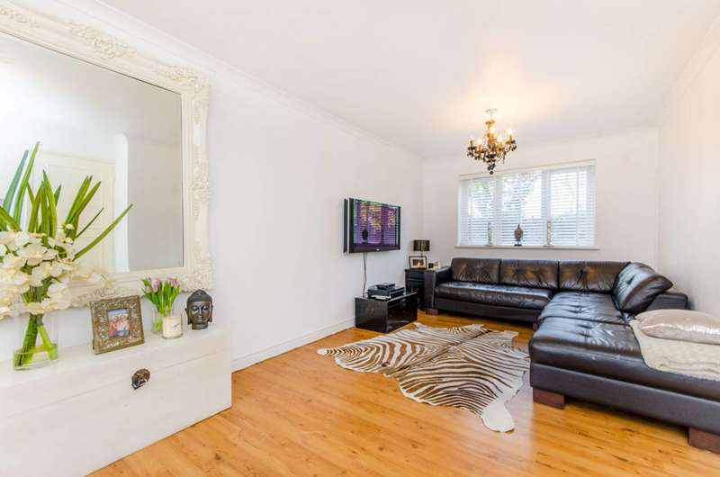 2 Bedrooms Flat for sale in Church Road, Buckhurst Hill, IG9