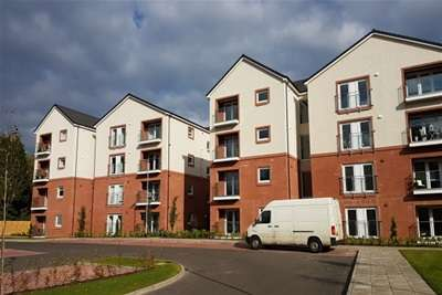 2 Bedrooms Flat for rent in Bothwell Mews, Uddingston