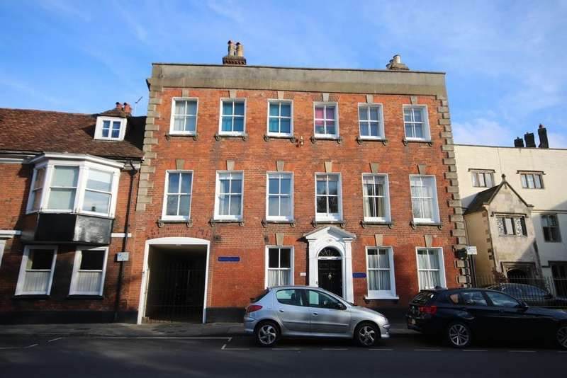 2 Bedrooms Flat for rent in Brown Street, Salisbury