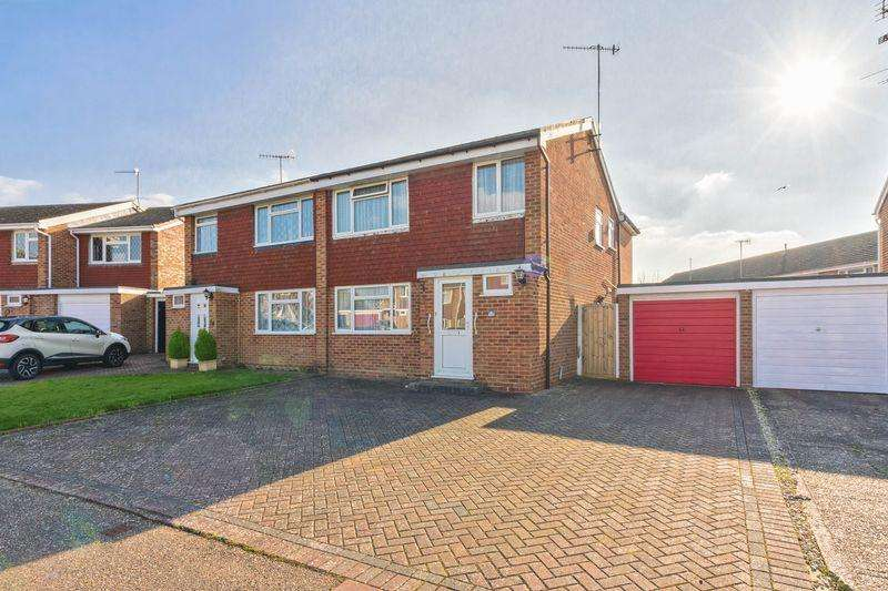 4 Bedrooms Semi Detached House for sale in Crosby Close, Worthing