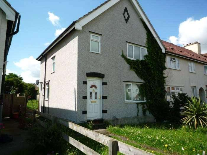 3 Bedrooms Semi Detached House for rent in Queens Road, Gravesend, Kent, DA12