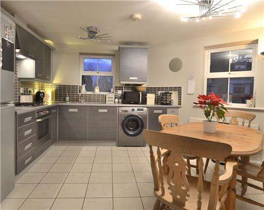 2 Bedrooms Flat for sale in Twyver Place, Brockworth, GLOUCESTER, GL3 4AN