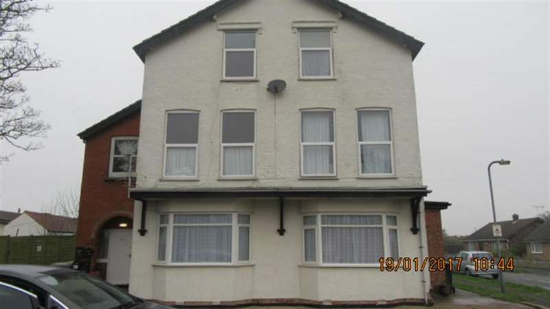 2 Bedrooms Flat for rent in St. Leonards Drive, Chapel St. Leonards, Skegness, PE24 5RG