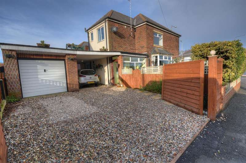 3 Bedrooms Detached House for sale in Bessingby Road, Bridlington, YO15 3PE