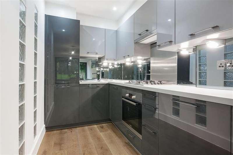 3 Bedrooms Flat for rent in Springdale Road, London, N16
