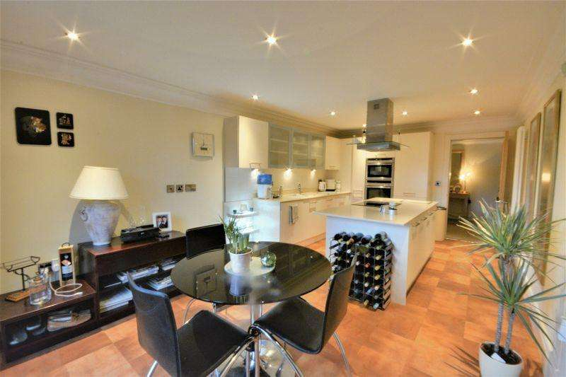 2 Bedrooms Apartment Flat for sale in Hesketh Road, Southport