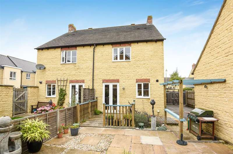 3 Bedrooms Semi Detached House for sale in Poppy Terrace , OX18 1HH