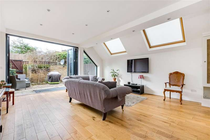 2 Bedrooms Flat for sale in Wandsworth Bridge Road, Fulham