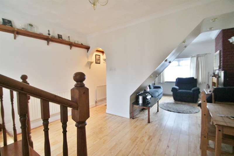2 Bedrooms Terraced House for sale in Range Road, Gravesend, DA12 2JR
