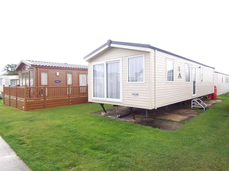 2 Bedrooms Park Home Mobile Home for sale in Park Home, East Bergholt, CO7 6UX