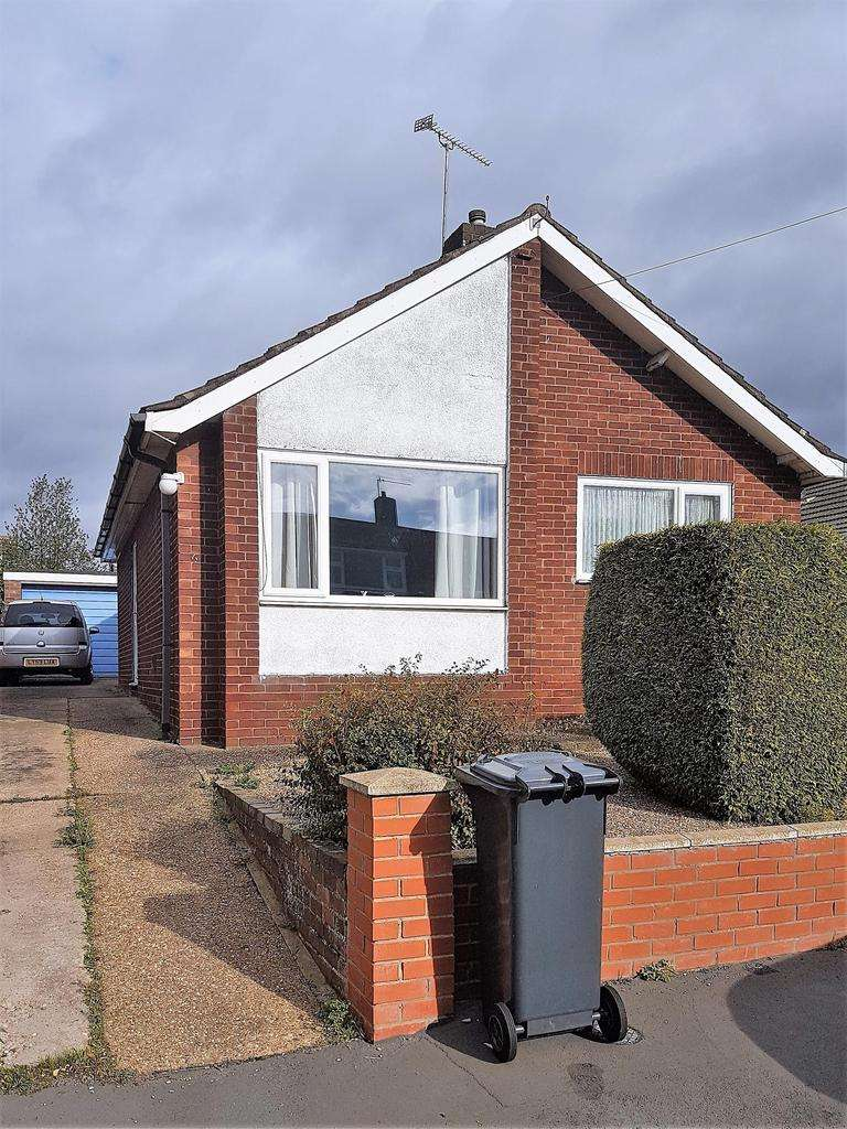 2 Bedrooms Detached House for sale in Holly Close, Cherry Willingham, Lincoln, LN3 4BH