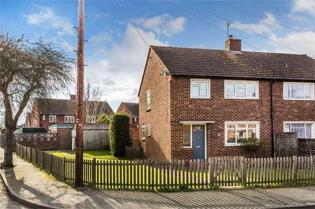 3 Bedrooms Semi Detached House for sale in Hillary Crescent, WALTON-ON-THAMES, Surrey