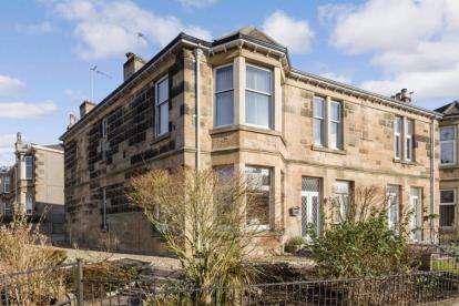 2 Bedrooms Flat for sale in Johnstone Drive, Rutherglen