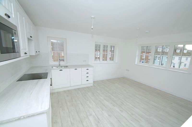 2 Bedrooms Flat for sale in St. Johns Hill, Wareham