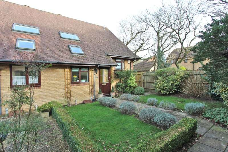 3 Bedrooms Semi Detached House for sale in Charnock Close, Hordle, Lymington
