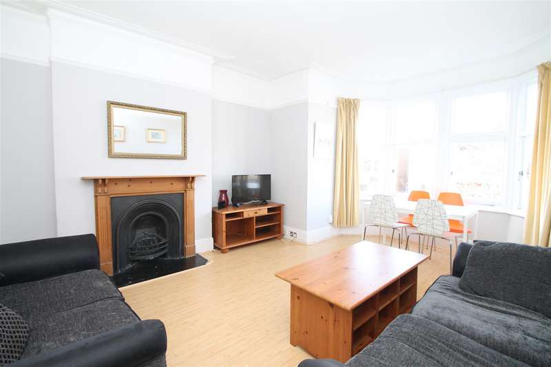 3 Bedrooms Flat for sale in Lakeside Road, Palmers Green, London N13