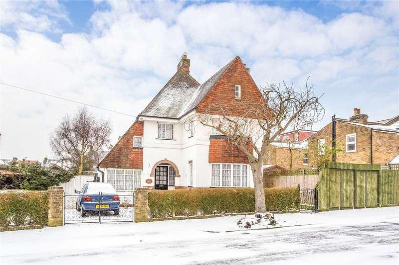 3 Bedrooms Detached House for sale in Cedar Park Road, Enfield, EN2