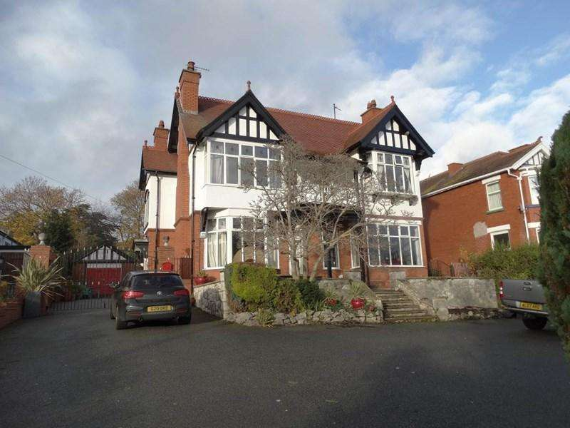 5 Bedrooms Detached House for sale in Southlands 28 Llannerch Road West, Rhos on Sea