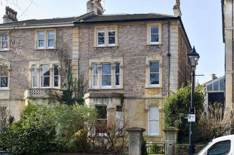 3 Bedrooms Apartment Flat for sale in St John's Road, Clifton
