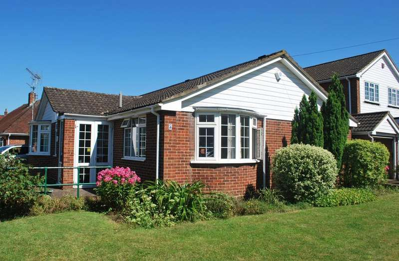 3 Bedrooms Detached Bungalow for sale in The Drive, Sidcup, Kent, DA14 4ER