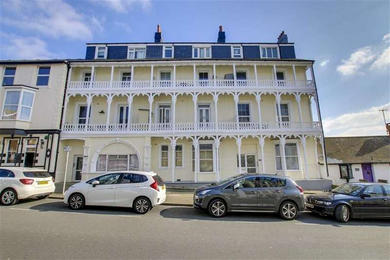 3 Bedrooms Flat for sale in Bay House, Pelham Road, Seaford