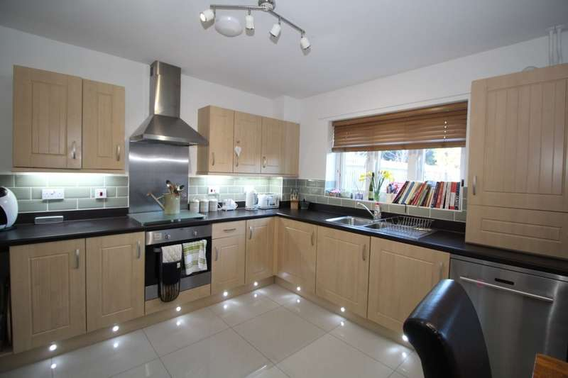 3 Bedrooms Property for sale in Leonard Close, Waterlooville, PO7