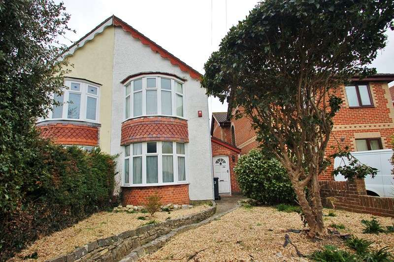3 Bedrooms Semi Detached House for sale in Frater Lane, Gosport
